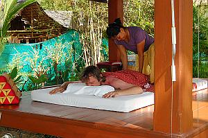 Thai-Massage an Strand von Ko Chang